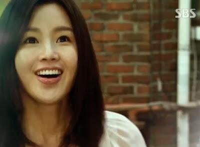 Yi Kyung sit up malam itu dan melihat sekitar, sepertinya ia bisa