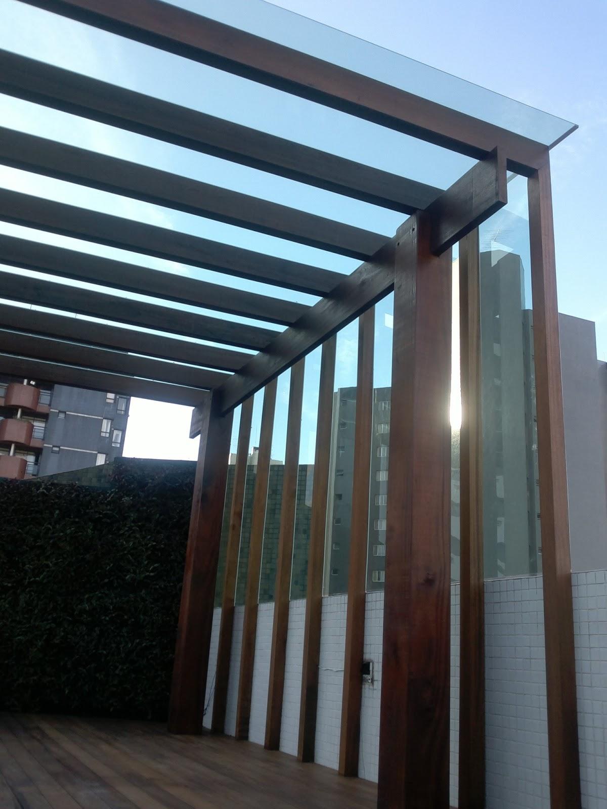 Pergolado de madeira coberto com placas de policarbonato compacta  #0D7ABE 1200x1600
