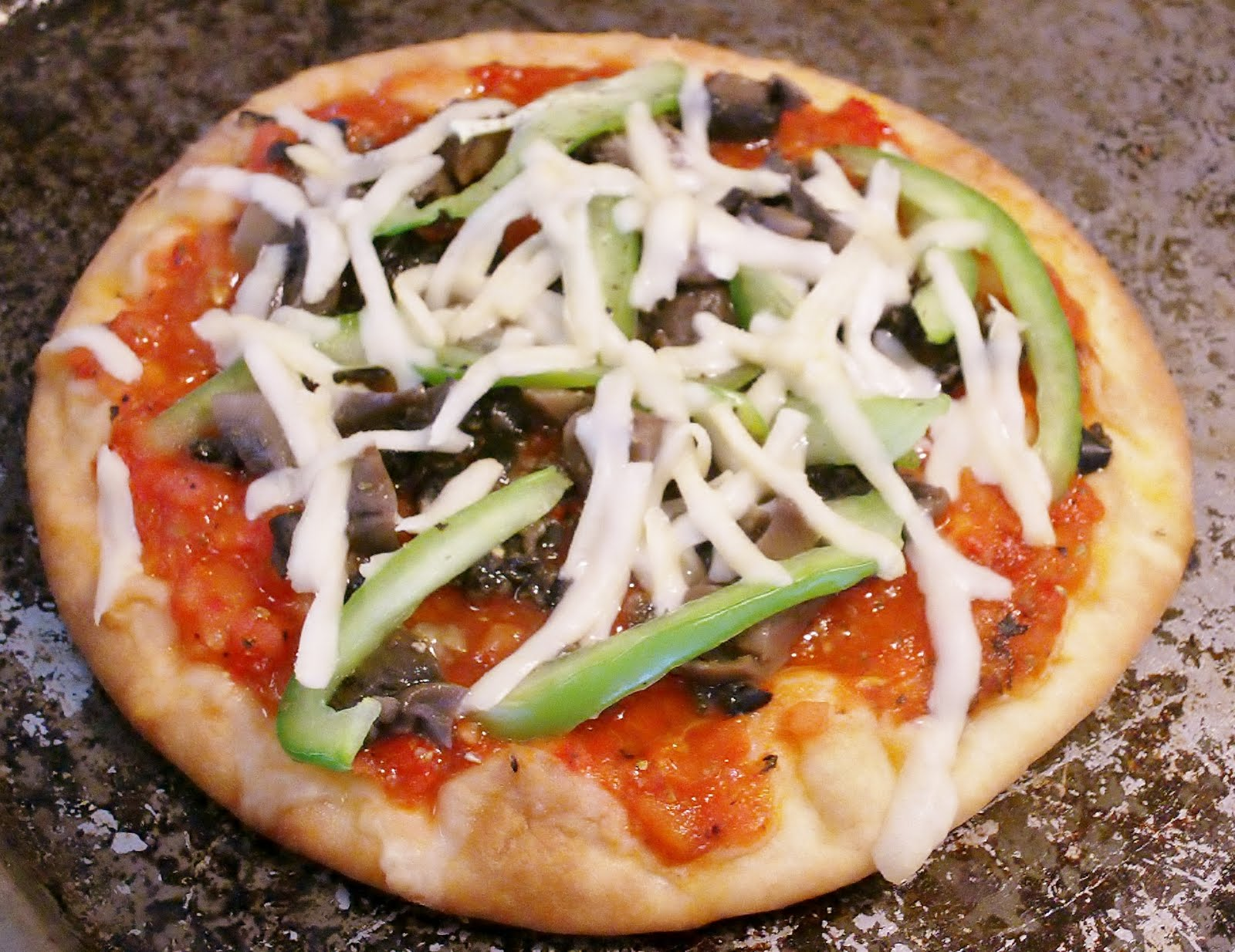 pita pizza an just veggin pita pizza the grilled pizza trend grilled ...