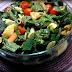 Στην Κουζίνα: Πολύχρωμη σαλάτα με πένες, σπανάκι και σος βαλσάμικου