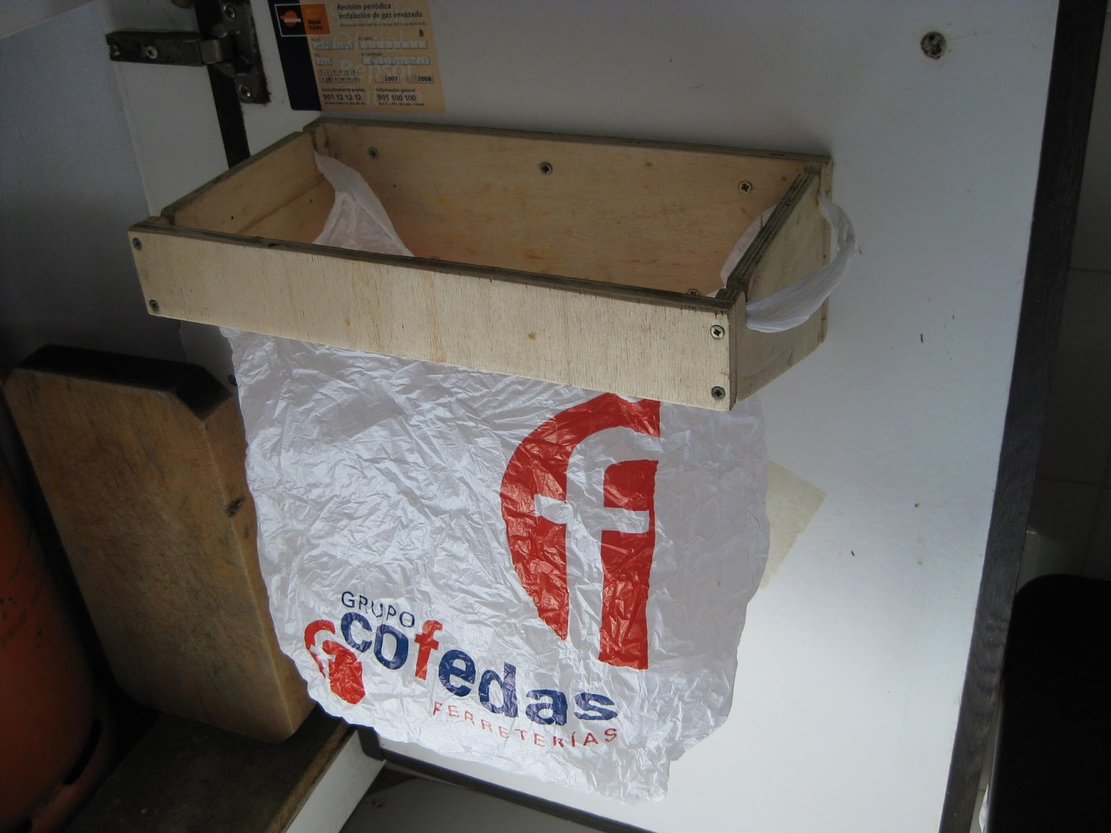 Bricolaje oficios y otras cosas soporte para reciclar for Reciclar muebles de la basura