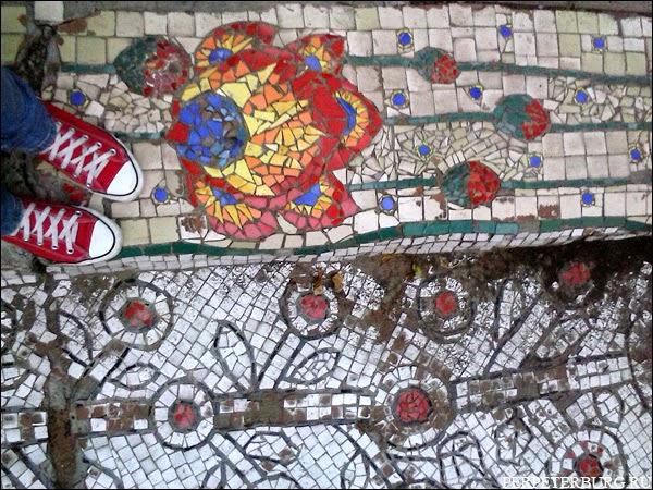 Неформальная достопримечательность Петербурга - Мозаичный Двор