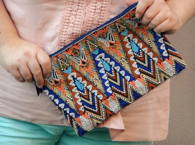 clutch con ricamo in perline etnico