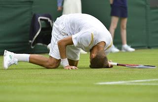 Foto - Lapangan Rumput Wimbledon Menyusahkan Petenis