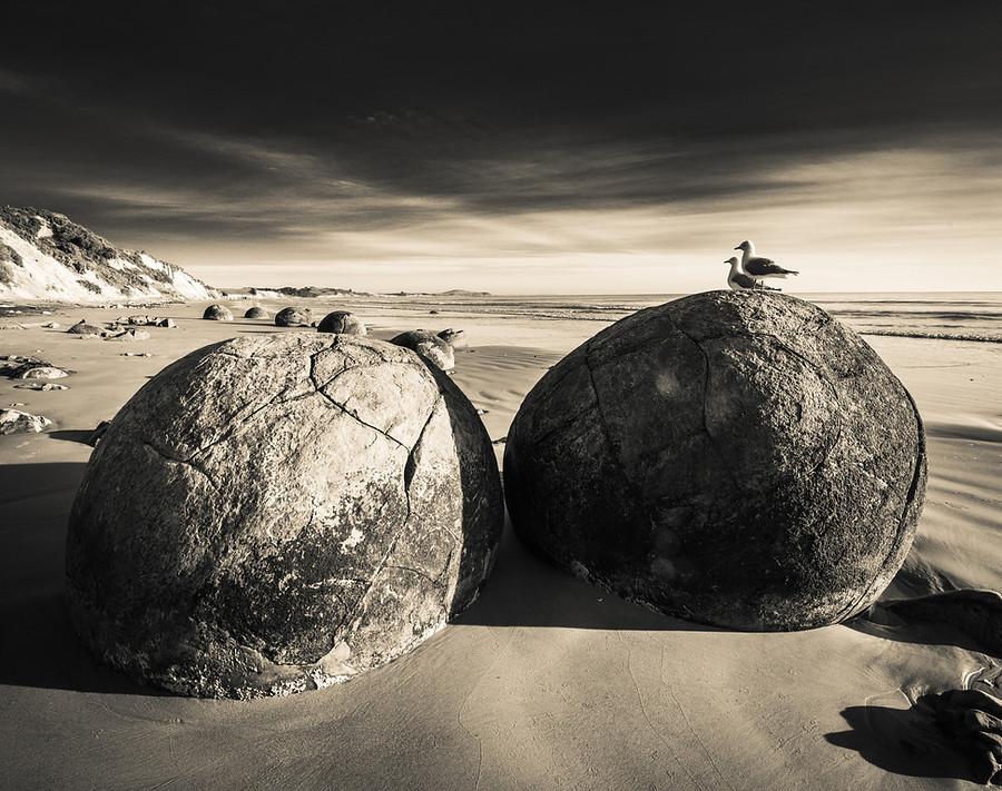 [Image: Moeraki-Boulders-New-Zealand-Trey-Ratcli...00x712.jpg]