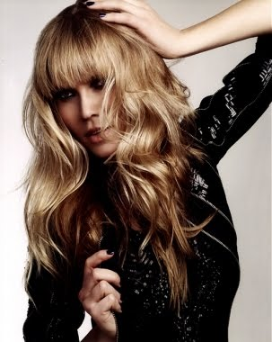 Long Wavy Cute Romance Hairstyles, Long Hairstyle 2013, Hairstyle 2013, New Long Hairstyle 2013, Celebrity Long Romance Hairstyles 2208