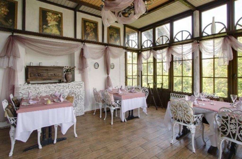 Putting Various Colors On Your Classy Restaurant Is Not A Bad Idea One Of The Pictures Below Will Give You Inspiration In Decorating