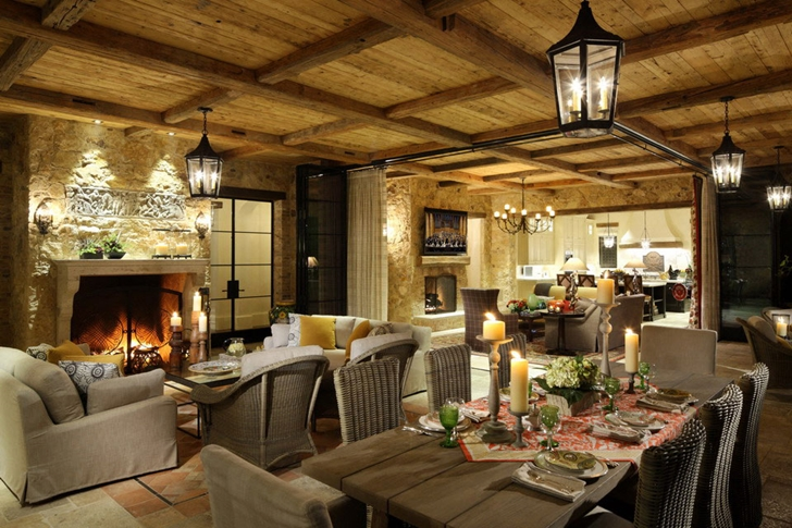 Traditional interiors of Luxury Villa Del Lago