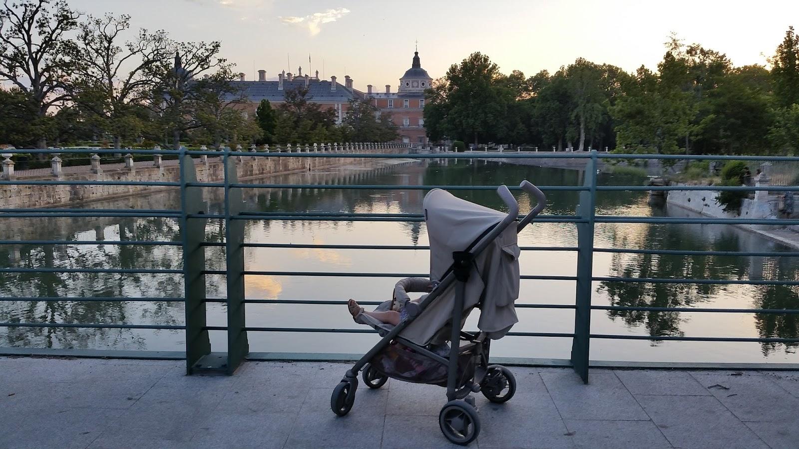 Mami a la moda spot de b b car una gran silla de paseo for Silla ligera bebecar