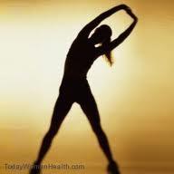 أربع طرق لا غنى عنها لعلاج السليوليت - فتاة تمارس التمارين الرياضية