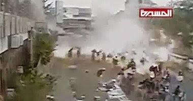 لحظة وقوع التفجير الانتحارى فى شارع التحرير بالعاصمة صنعاء