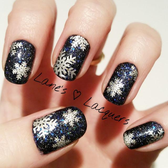 40-great-nail-art-ideas-winter-snowflake-glitter-nail-art (1)