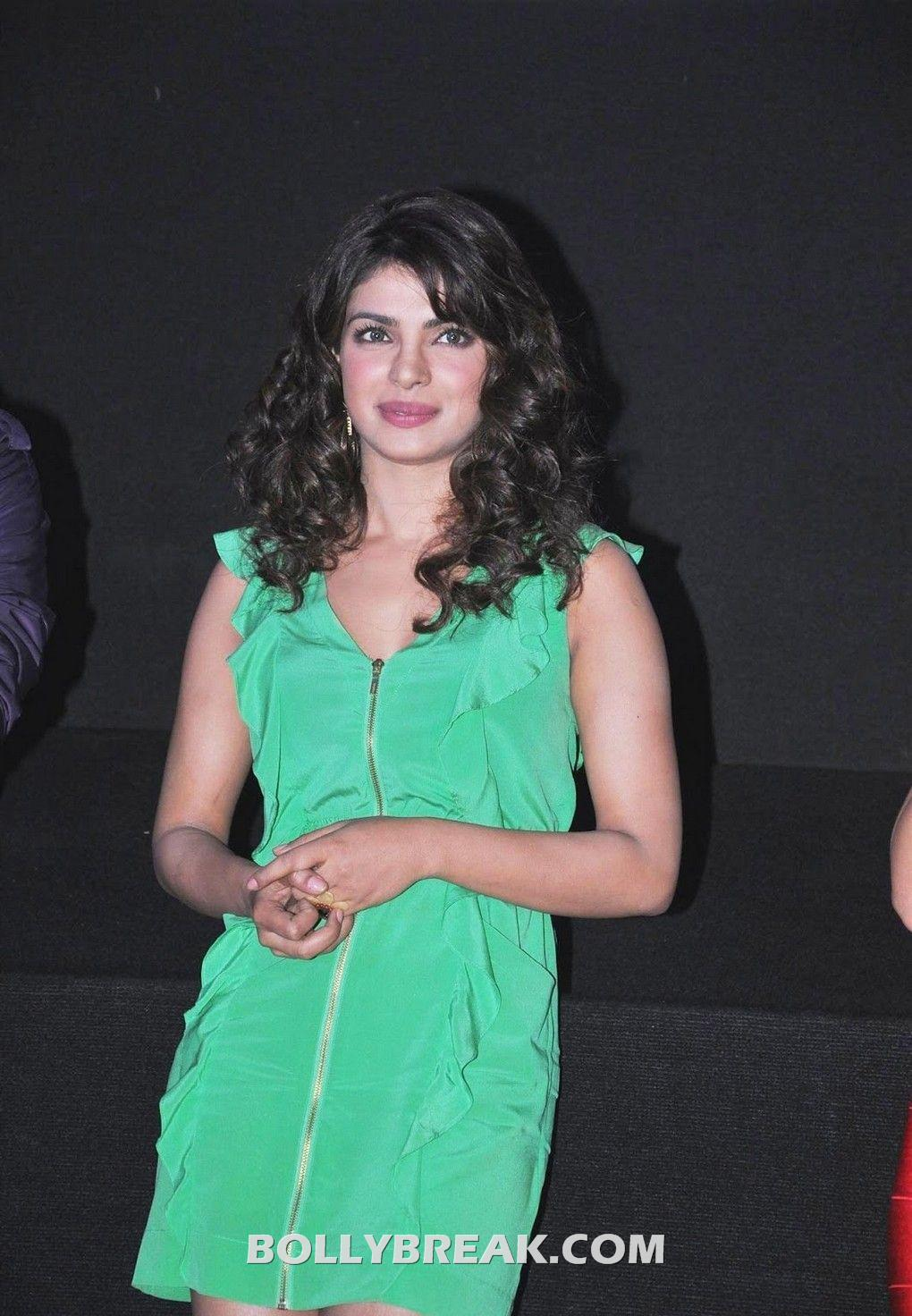 , Priyanka Chopra & Ileana D'cruz @ Launch Of Theatrical Trailer Of Barfi