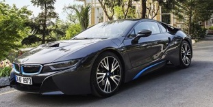 BMW i8 Cover hediyeler dağıtıyor