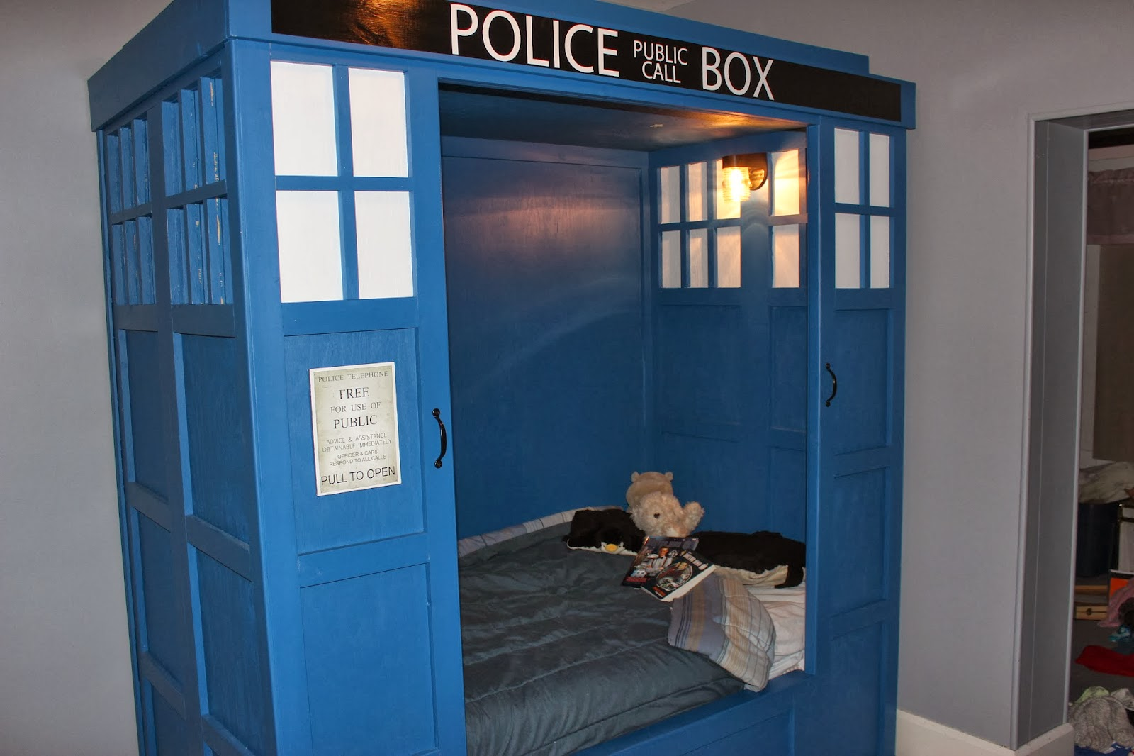 TARDIS bed. Building a TARDIS Bed  Building a TARDIS bed