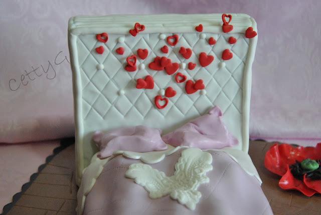 Le torte decorate di cetty g il letto dell 39 amore per l 39 anniversario di matrimonio pdz - L amore a letto ...