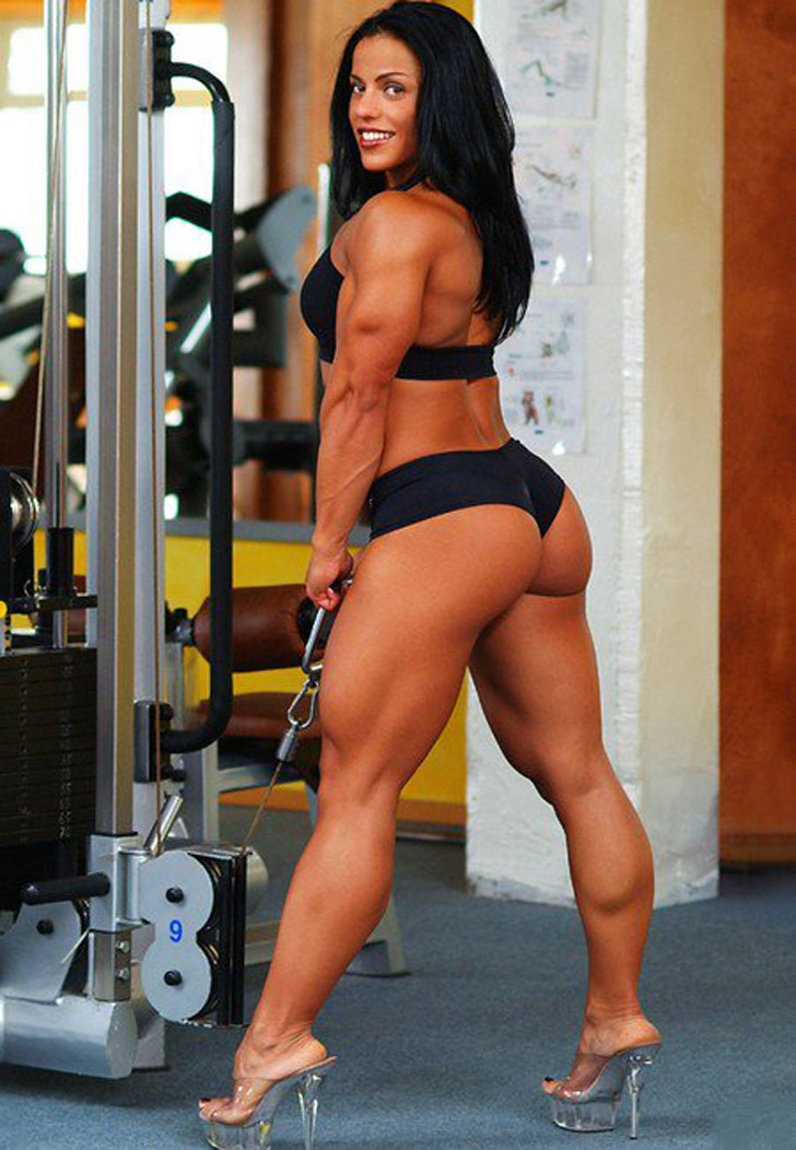 Mavi Gioia Models Her Muscular Legs And Great Butt In the Gym