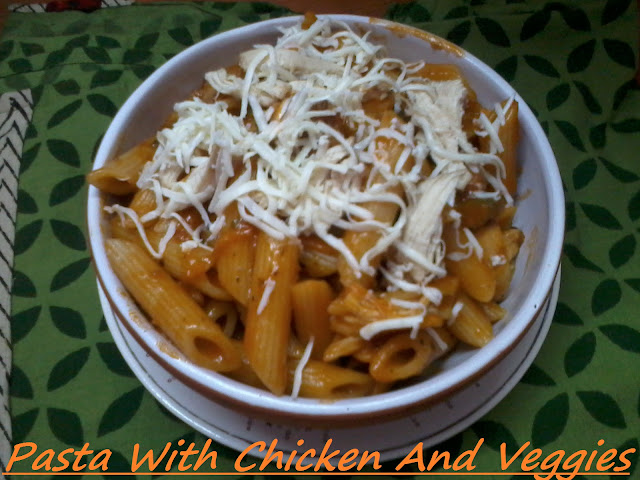 Easy Penne Pasta With Chicken and Veggies In Tomato Sauce