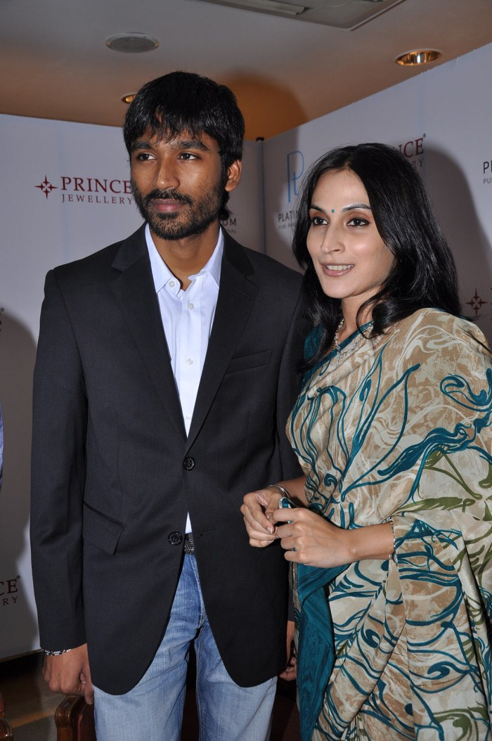 aishwarya, dhanush launches prince jewellery platinum collections photo gallery