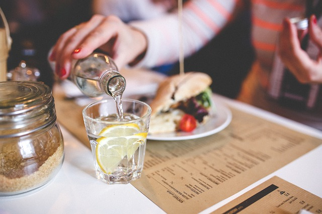 Menghilangkan Jerawat Dengan Perbanyak Minum Air Putih