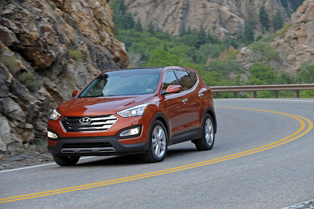 Front 3/4 view of 2013 Hyundai Santa Fe Sport