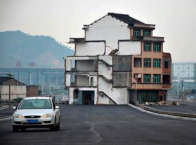 pista construida alrededor de una casa