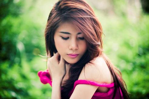Vietnamese Singer Thuy Tien