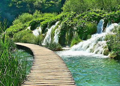 Jalan Setapak di danau Plitvice, Kroasia
