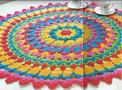 Toalha de Crochê Arco-íris