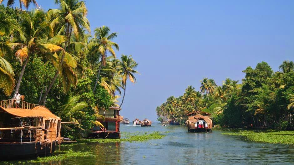Kerala-Backwaters-Boats