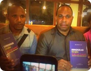 Nenu Tabuni Luncurkan Buku 'Demokrasi Tanpa Bercak Darah, Pesan Damai Pilkada Perdana Intan Jaya'