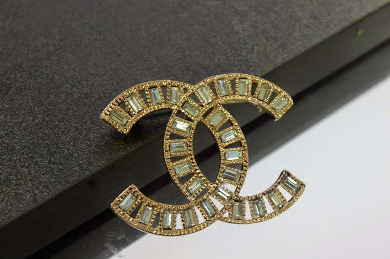#mystyle  A Chanel Vintage Brooch. Roman Coin Necklace. Gold Ring Sapphire. Glass Bands. Rose Gold Watches. Topaz Necklace. Royal Necklace. Gorgeous Diamond Engagement Rings. Gold Anniversary Band