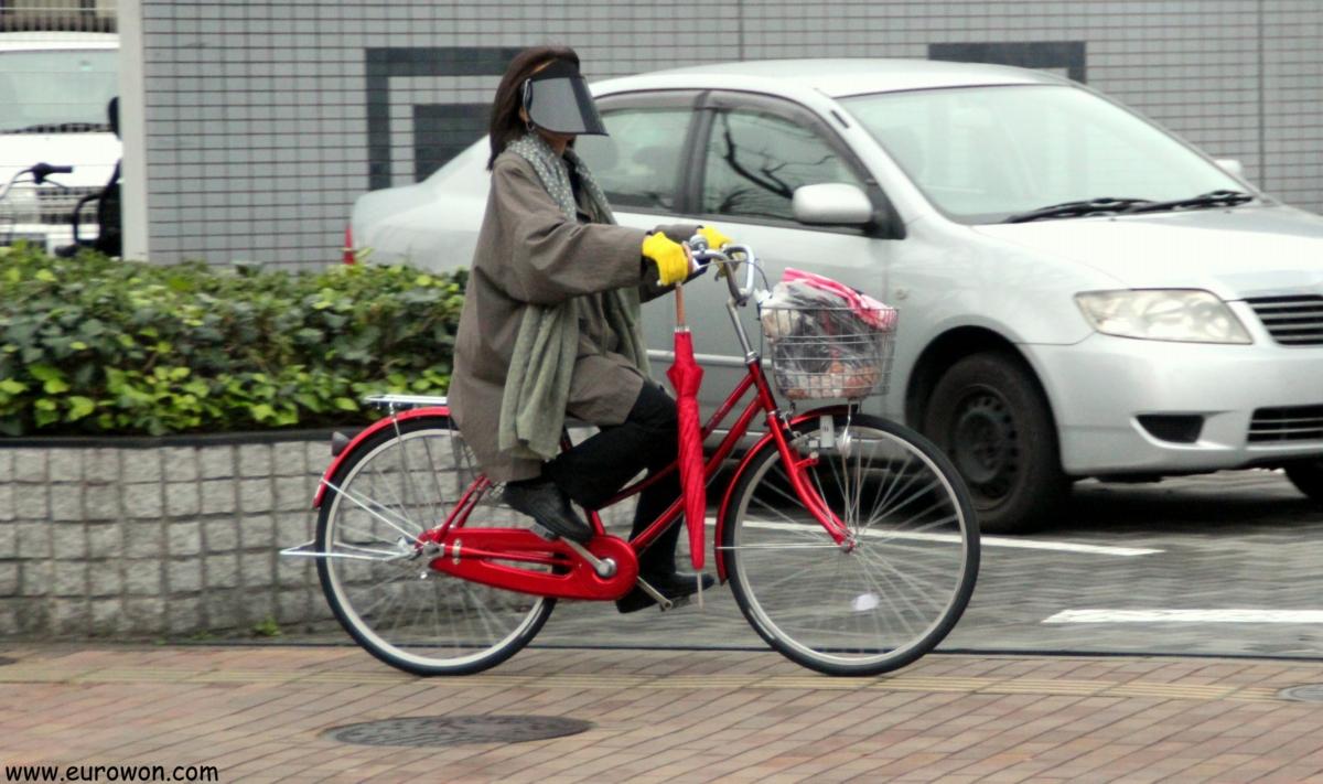 Ajumma coreana en bicicleta por Japón
