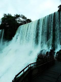 Salto Bossetti, Parque Nacional de Iguazú, Argentina. O Salto Bossetti fica no terceiro  trecho do Circuito Inferior.