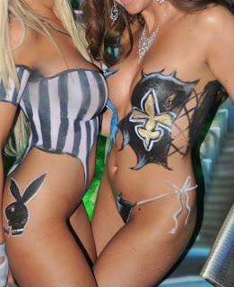 body painting playboy,lingerie sur femme art