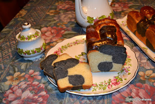 Muu-Muu Chleb na talerzu.