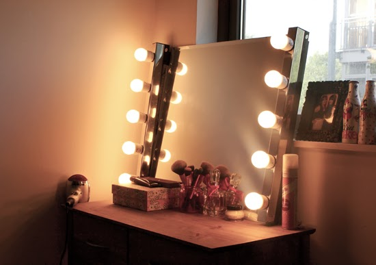 DIY Hollywood Style Mirror - Sequin This