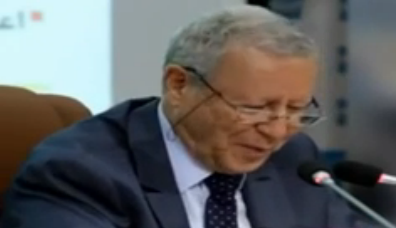 """بالفيديو وزير التربية الوطنية يعتبرأن جمع كلمة """"ندوة"""" هي """"نوادي"""" ...!!"""
