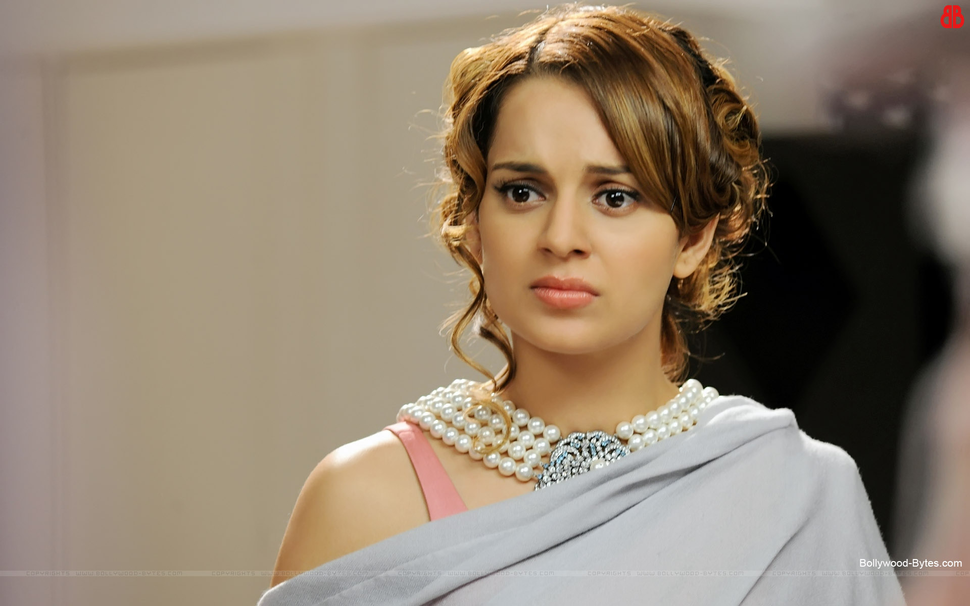 http://3.bp.blogspot.com/-2wh-3rOJv74/US8bNak6CaI/AAAAAAAAcGg/AQc-6mO_N9g/s1920/I-Love-New-Year+-Hot-Kangna-Ranaut-HD-Wallpaper-06.jpg