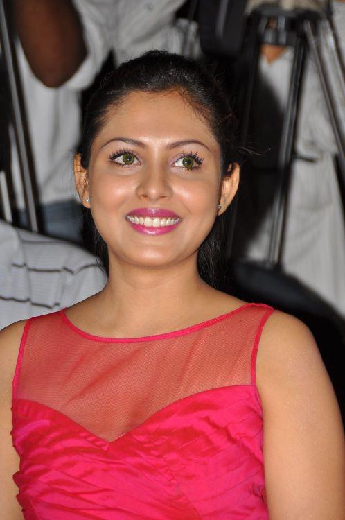 Madhu Shalini Hot Stills at Vadu Veedu Movie Audio Release Launch gallery pictures