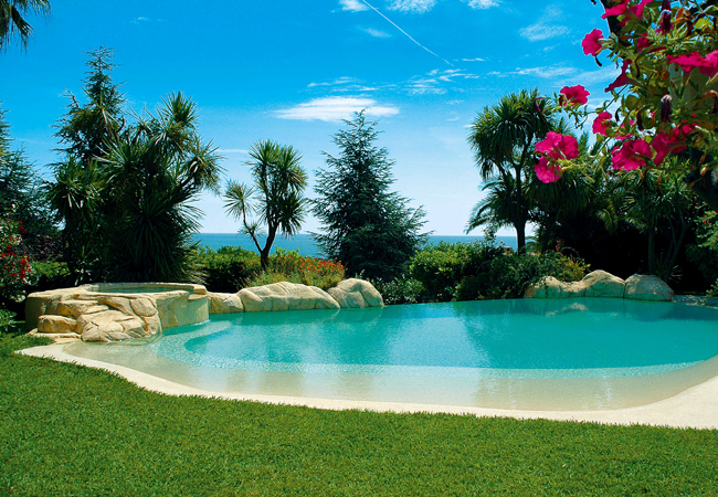 Construir una piscina diferente lucas gunitec for Piscinas naturales y playas en toledo