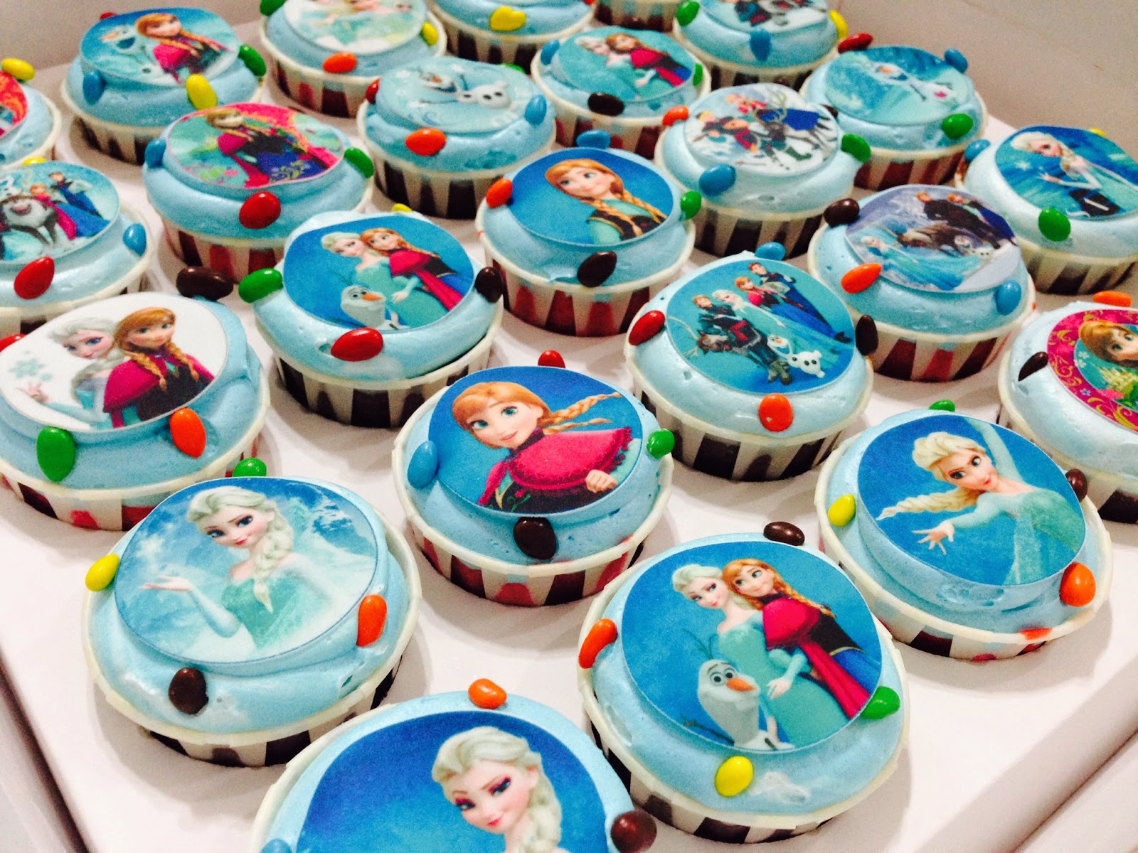 frozen themed cakes and cupcakes