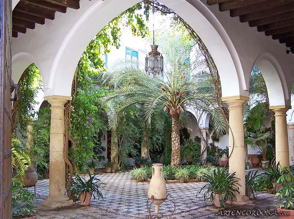 Tras los tapices palacio de viana c rdoba for Casa de azulejos cordoba
