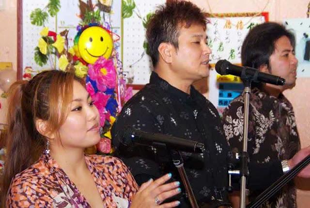 popular folk band