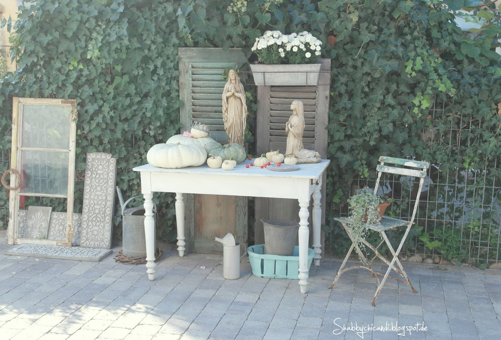 shabby chic and i shabby chic diy und deko diy beton ornamentfries und herbstdekoration. Black Bedroom Furniture Sets. Home Design Ideas