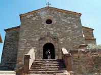 Façana principal de l'església Vella de Santa Maria d'Oló
