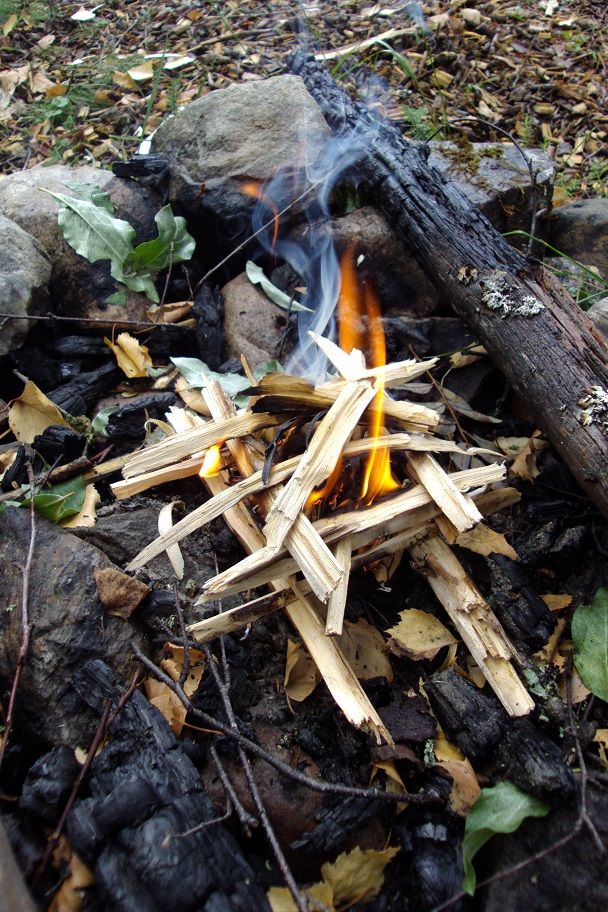 how to start fire in wet conditions