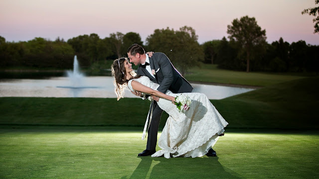 Pajera de recién casados bailando