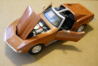 maqueta de un muscle car chevrolet corvette 1:24