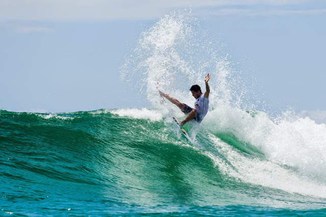12 Quiksilver Pro Gold Coast 2015 Filipe Toledo Foto WSL Kelly Cestari